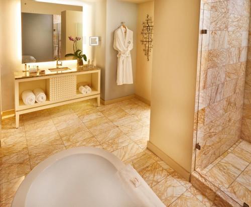 A bathroom at Global Hotel Panama