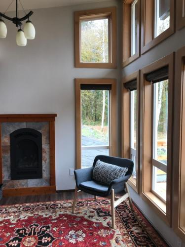 A seating area at Hoh Valley Cabins