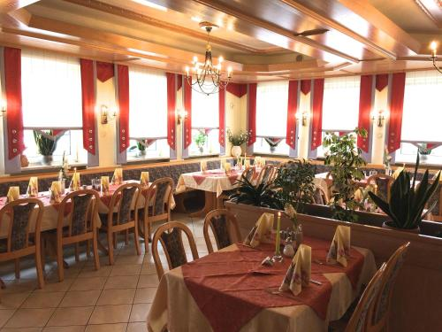 A restaurant or other place to eat at Hotel Sonnental