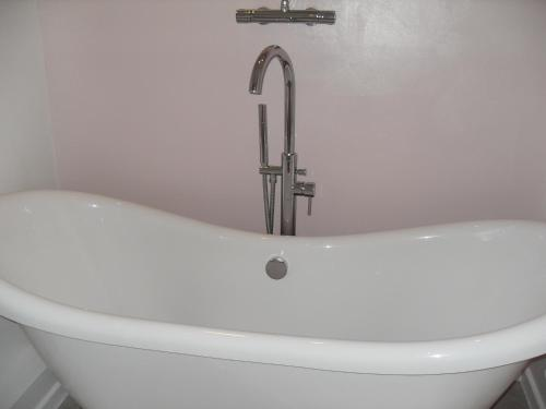 A bathroom at Jessop House