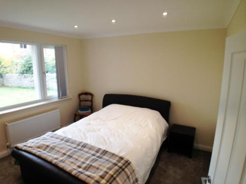 A bed or beds in a room at Seaview Cottage