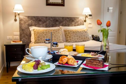 Breakfast options available to guests at Hotel Monte Cenci