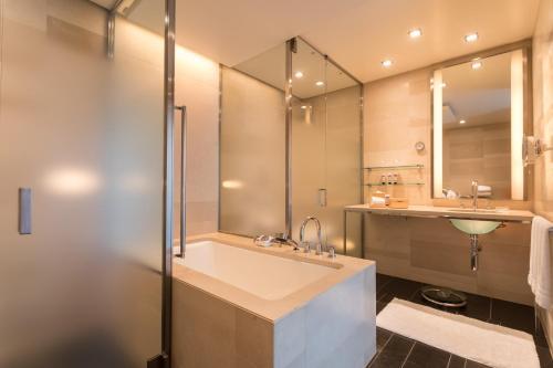 A bathroom at Four Seasons Hotel Tokyo at Marunouchi