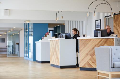 Lobbyen eller receptionen på Gl. Avernæs Sinatur Hotel & Konference