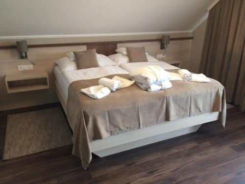 A bed or beds in a room at Tokajer Wellness Panzió
