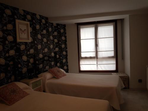A bed or beds in a room at Pension Amarantos