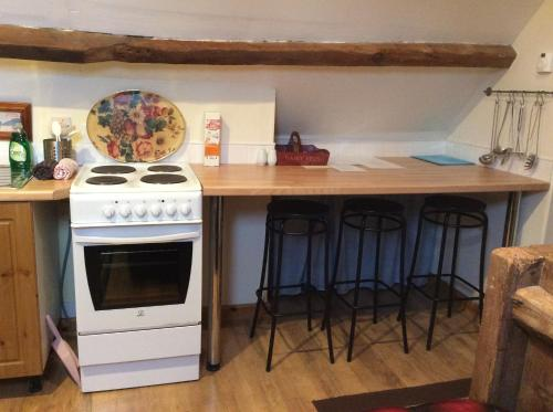 A kitchen or kitchenette at Ranvilles Farm House