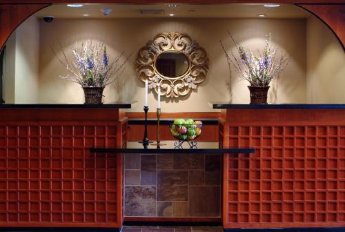 The lobby or reception area at Larkspur Landing South San Francisco-An All-Suite Hotel
