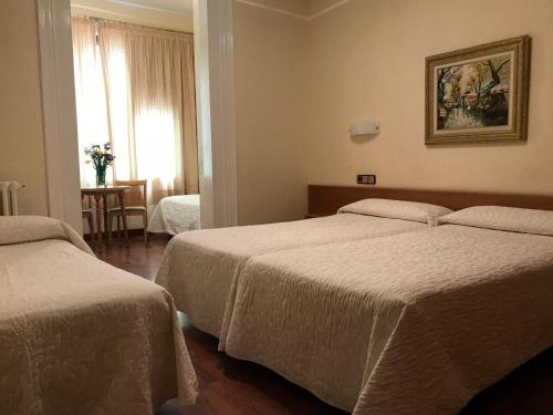 A bed or beds in a room at Hotel Pelayo