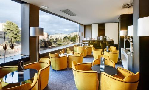 The lounge or bar area at Hotel Sercotel Ciutat D'Alcoi