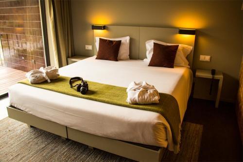 Uma cama ou camas num quarto em Longroiva Hotel Rural e Termal Spa