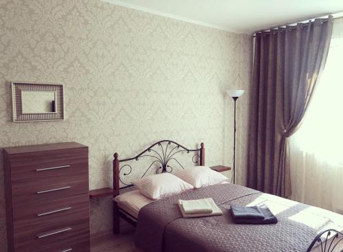 A bed or beds in a room at Apartment u Kafedralnogo Sobora