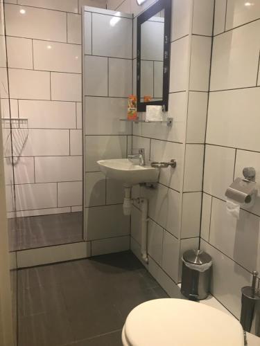 A bathroom at De Zevende Hemel