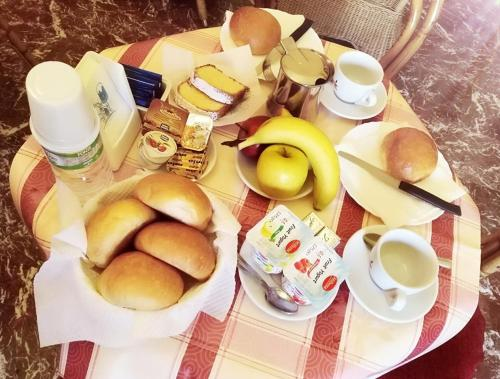 Breakfast options available to guests at Hotel Pensione Cundari