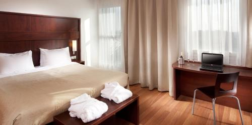 A bed or beds in a room at Comfort Hotel Olomouc Centre