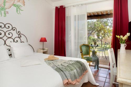 Ein Bett oder Betten in einem Zimmer der Unterkunft La Tramontane