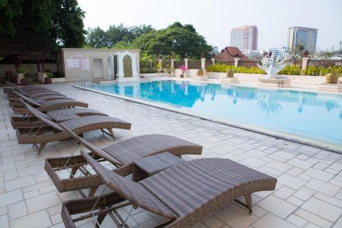 The swimming pool at or near Chiangmai Plaza Hotel