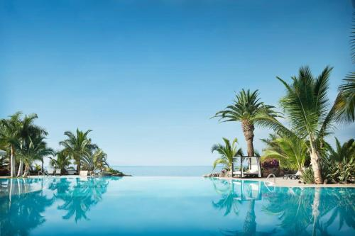 The swimming pool at or close to Adrián Hoteles Roca Nivaria
