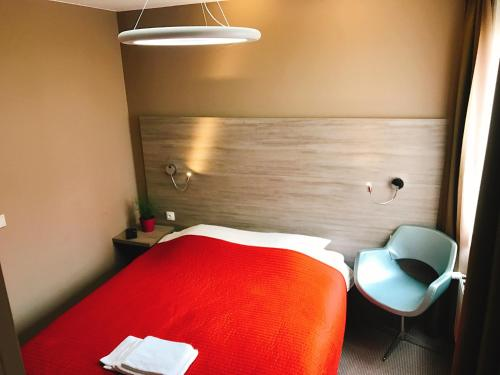 A bed or beds in a room at Hotel Mille Colonnes