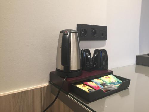 Coffee and tea making facilities at twee broeders
