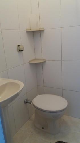 Um banheiro em Flat Ubatuba Praia do Tenório