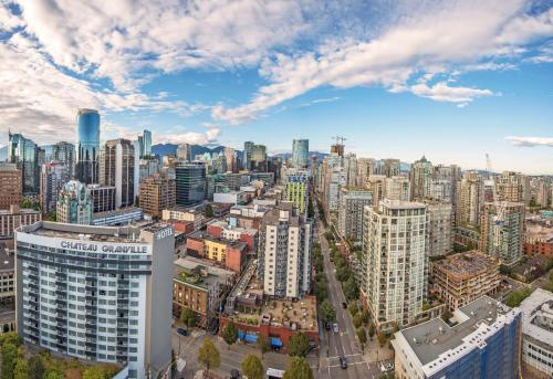 A bird's-eye view of Best Western Premier Chateau Granville Hotel & Suites & Conference Centre
