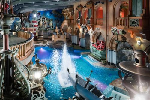 Výhled na bazén z ubytování Wellness Hotel Babylon nebo okolí