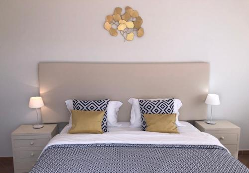 A bed or beds in a room at Villa Vita - luxury 3 bedroom villa at Praia del Rey