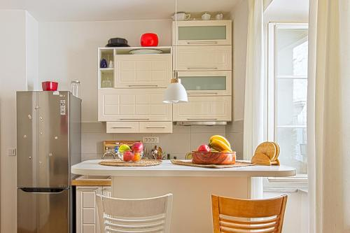 Кухня или мини-кухня в Portun Apartment