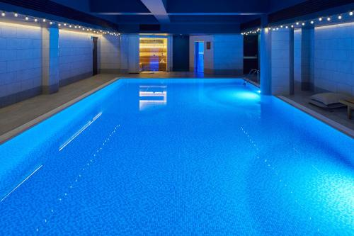 The swimming pool at or close to Kimpton - Charlotte Square, an IHG Hotel