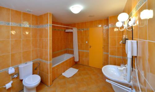 Koupelna v ubytování Hotel Dvorak