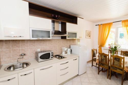 A kitchen or kitchenette at Apartments with a parking space Mlini, Dubrovnik - 8543
