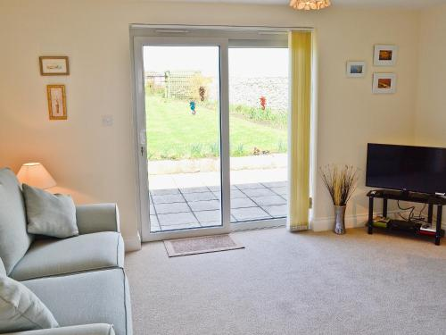 A seating area at Freshwater Bay View