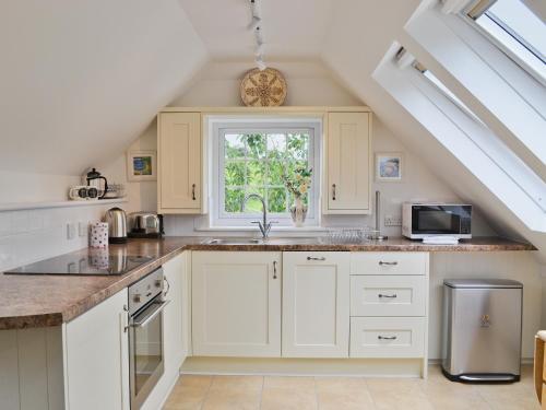 A kitchen or kitchenette at Little Lansker