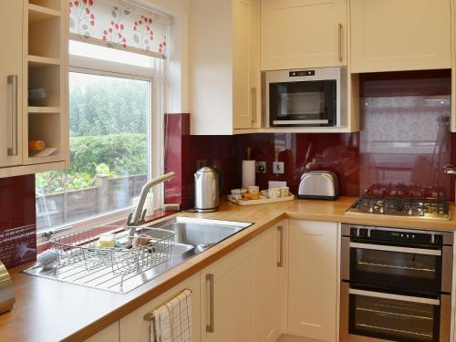 A kitchen or kitchenette at Mayfair