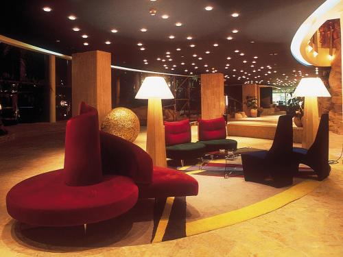 The lobby or reception area at Dan Eilat Hotel