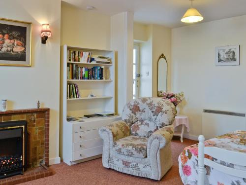 A seating area at Columbine Cottage