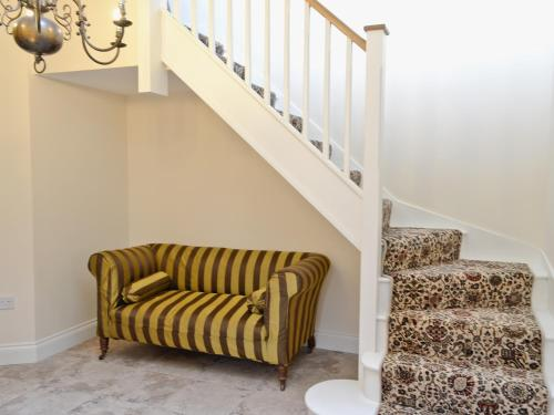 A seating area at Hideaway Cottage