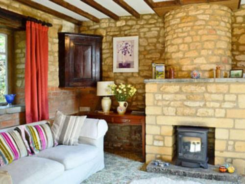 A seating area at Sundial Cottage