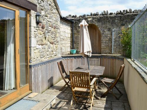 A balcony or terrace at Two Bedroom Cottage in Carlingcott nr. Bath