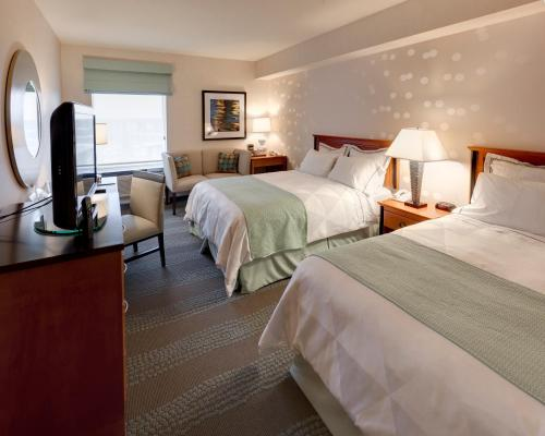 A bed or beds in a room at Radisson Hotel & Suites Fallsview