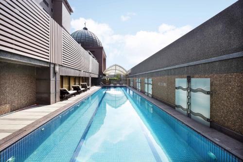 福容大飯店-桃園游泳池或附近泳池