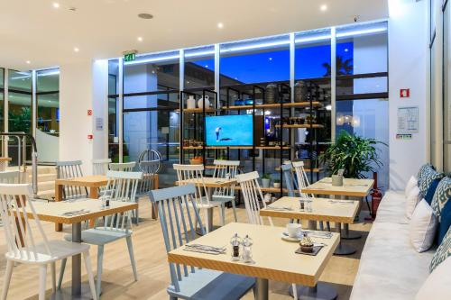 A restaurant or other place to eat at Vilar Do Golf Resort