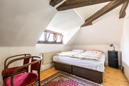 A bed or beds in a room at Pension Dientzenhofer