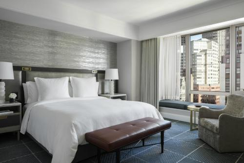 A bed or beds in a room at Four Seasons Hotel San Francisco