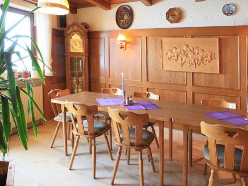 Ein Restaurant oder anderes Speiselokal in der Unterkunft Pension Weinhaus Unger