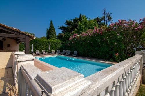 The swimming pool at or close to Villa Carpe Diem