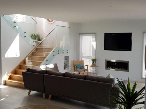 A seating area at Cove Place Retreat - Luxury Accommodation Phillip Island