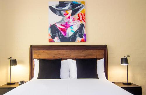 A bed or beds in a room at Crescent Motel Taree