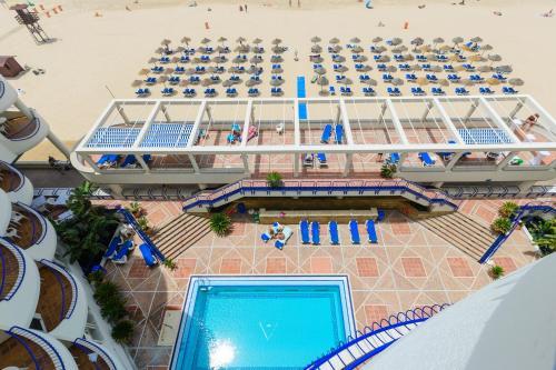 Vista de la piscina de Hotel Playa Victoria o alrededores